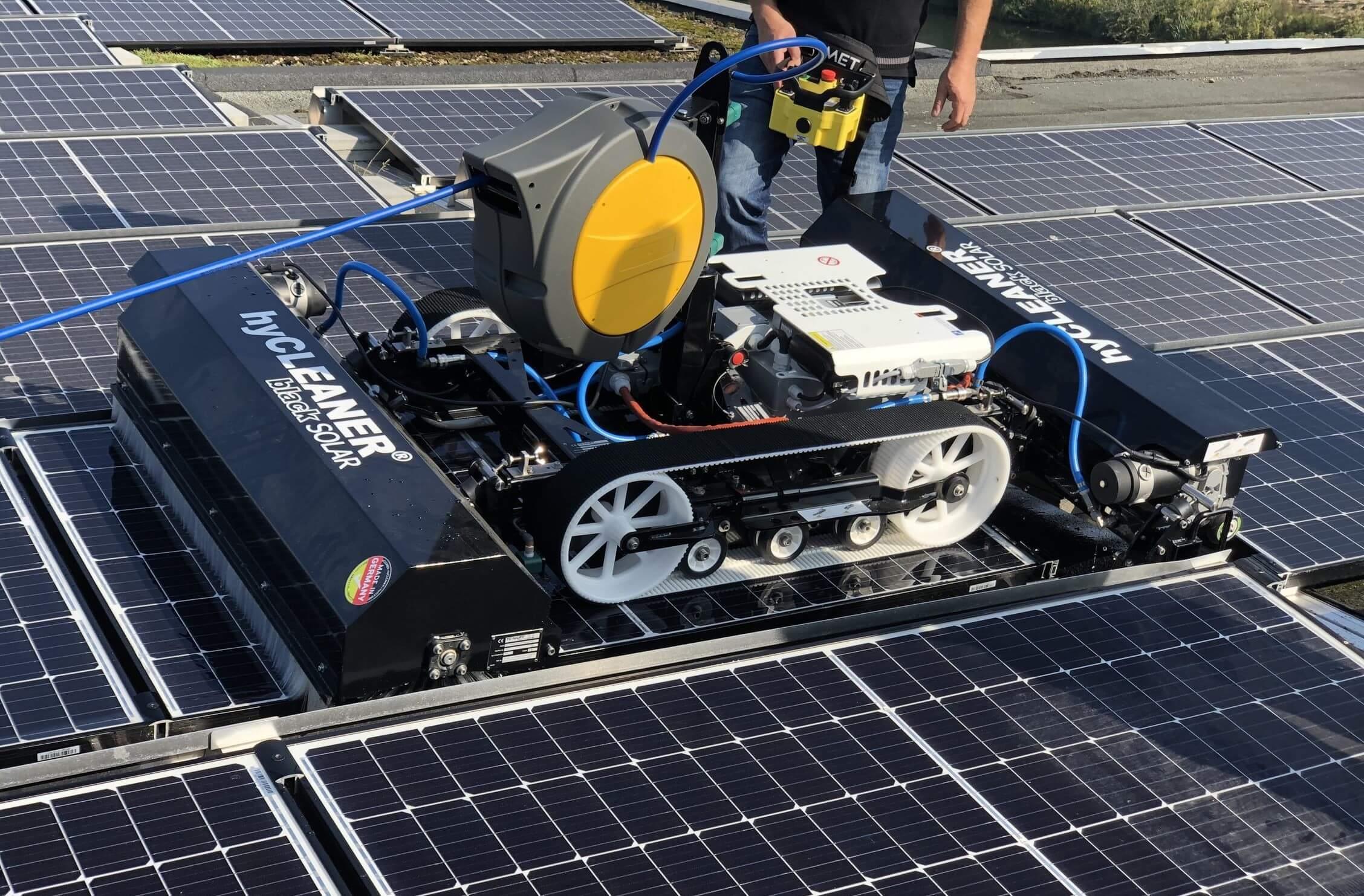 Reinigen zonnepanelen schoonmaak pv care onderhoud